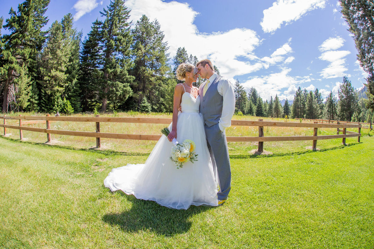 Pine river ranch wedding ceremony reception venue for Leavenworth wa wedding venues