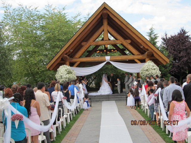 Log House Garden At Willow Lake Wedding Ceremony
