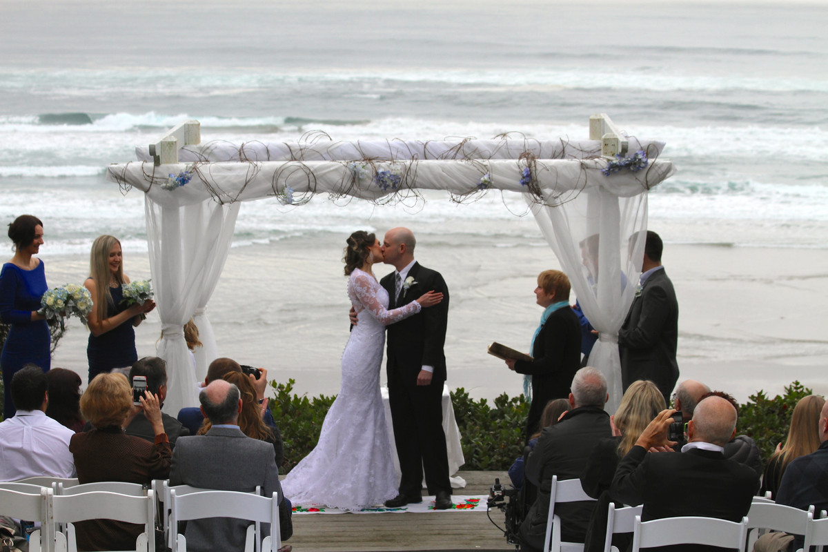 Stone crest cellars wedding ceremony reception venue for Wedding dress rentals portland oregon