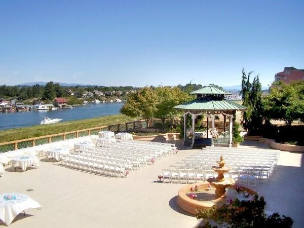Riverside verandah at courtyard by marriott portland north for Wedding dress rentals portland oregon