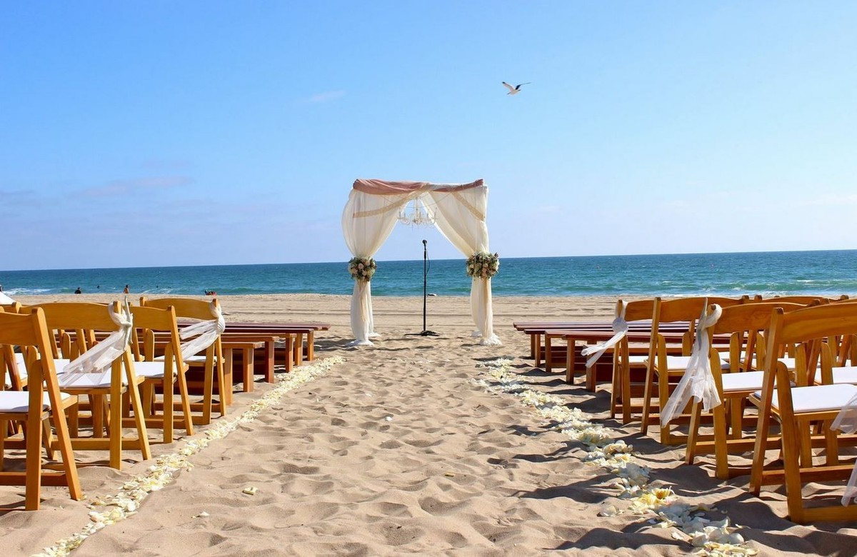 Verandas beach house manhattan beach wedding ceremony for Wedding dress rental manhattan