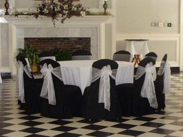 Elegant linens llc photos event rentals photobooths for Wedding dress rental baton rouge