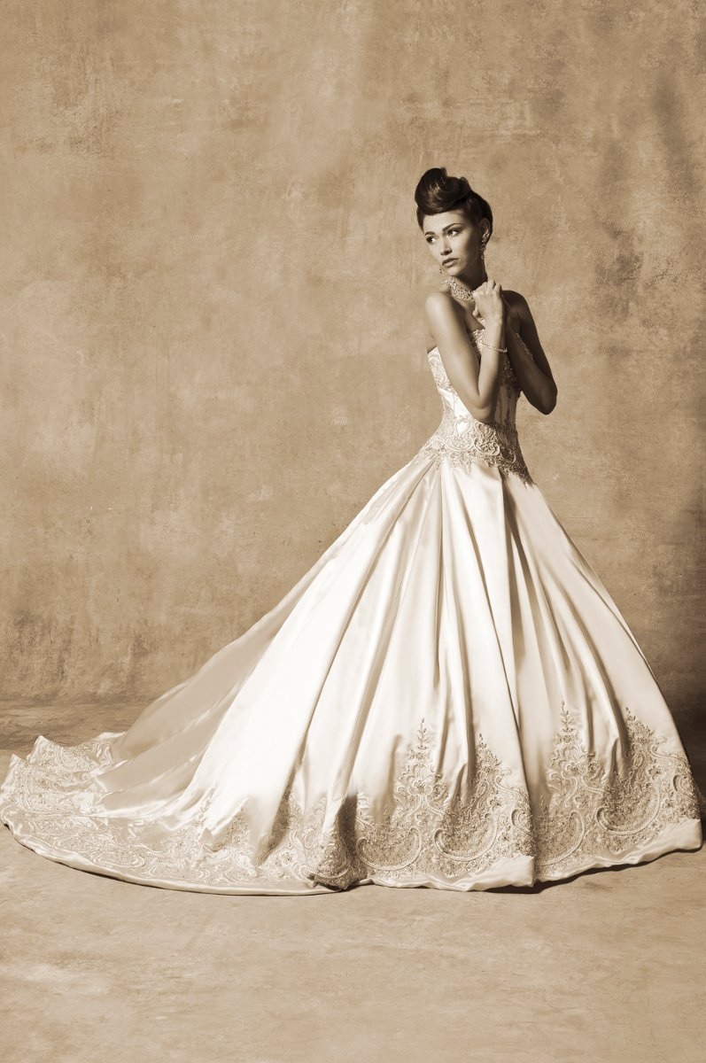 The white room llc wedding dress attire tennessee for Wedding dresses in nashville