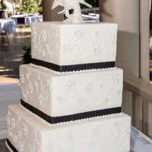 Romana Cake House Wedding Cake Longmont Co Weddingwire