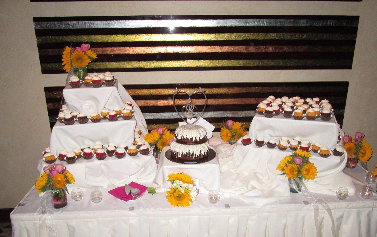 nothing bundt cakes photos  wedding cake pictures