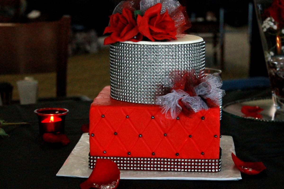 Blooms & Batter Wedding Cake Indiana Indianapolis
