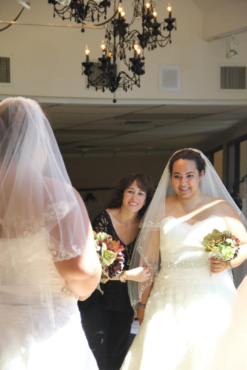 Della curva plus size bridal salon wedding dress for Wedding salon
