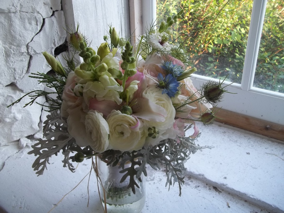 wedding bouquets green bay wi the ftd yellow bouquet in