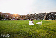 220x220 1416780929668 wedding couple front lawn dip