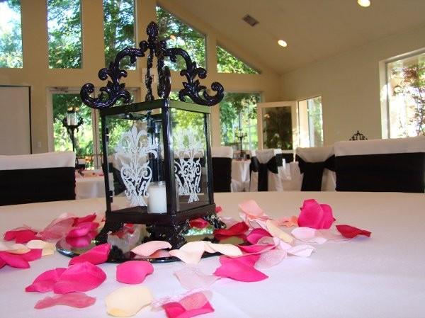 Centerpieces of tulsa wedding event rentals photobooths for Wedding dress rental tulsa