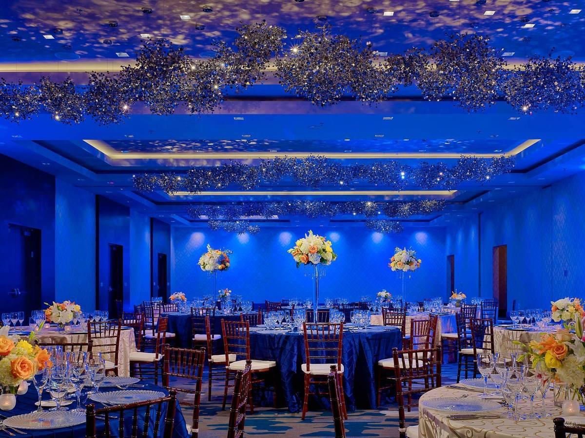 Sonesta bee cave austin hotel wedding ceremony for Wedding dress rental austin tx