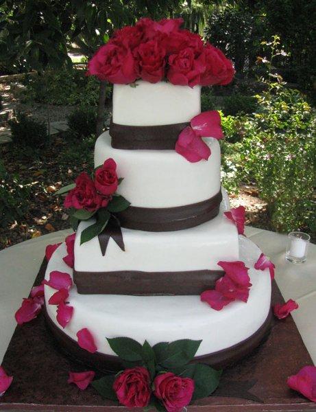 sweet kisses cake company reviews sacramento modesto cake bakery. Black Bedroom Furniture Sets. Home Design Ideas
