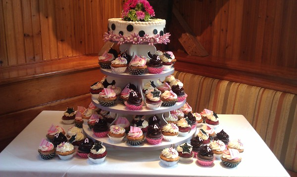 600x600 1425754346897 pink and black cupcakes