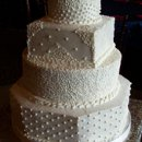 130x130_sq_1243996357987-whiteweddingcake1
