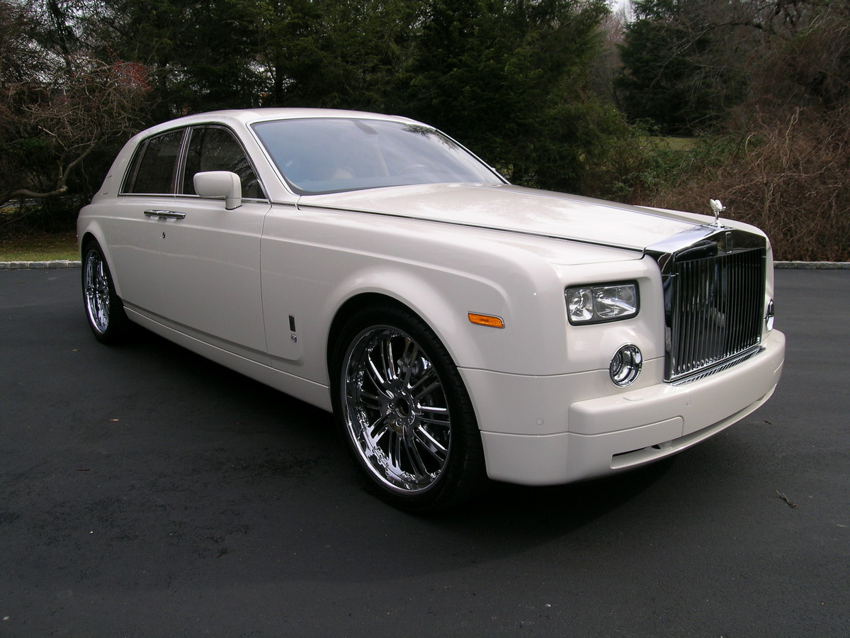 100 rolls royce limo price rolls royce latest model for Wallpaper rolls for sale