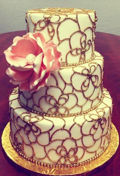 ettore 39 s european bakery restaurant sacramento ca wedding cake. Black Bedroom Furniture Sets. Home Design Ideas