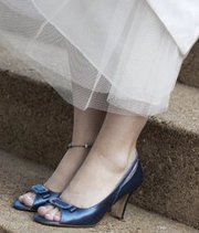 220x220_1296678590841-blueshoes
