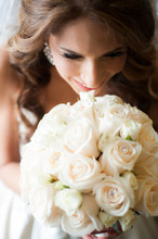 220x220 1417974954023 bride white bouquet