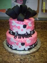 220x220 1370184081315 pink skull girl cake