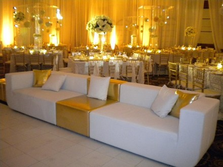 Hollywood wedding rentals reviews for rentals for Cort furniture reviews