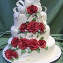 Romantic red roses, bows and pearls. All edible decorations.