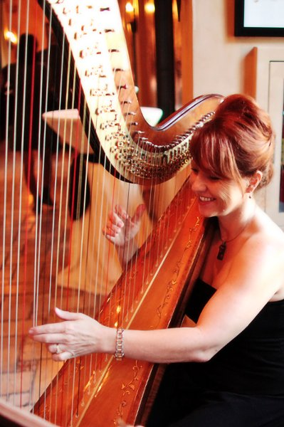 photo 6 of VeeRonna - Harpist