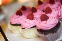 220x220 1231285629578 raspberrycupcakes(2)