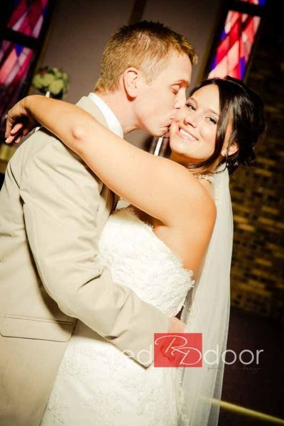 A special event dj and photo booth des moines ia for Wedding dress cleaning des moines