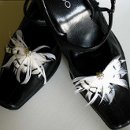 Black and white feather shoe clips