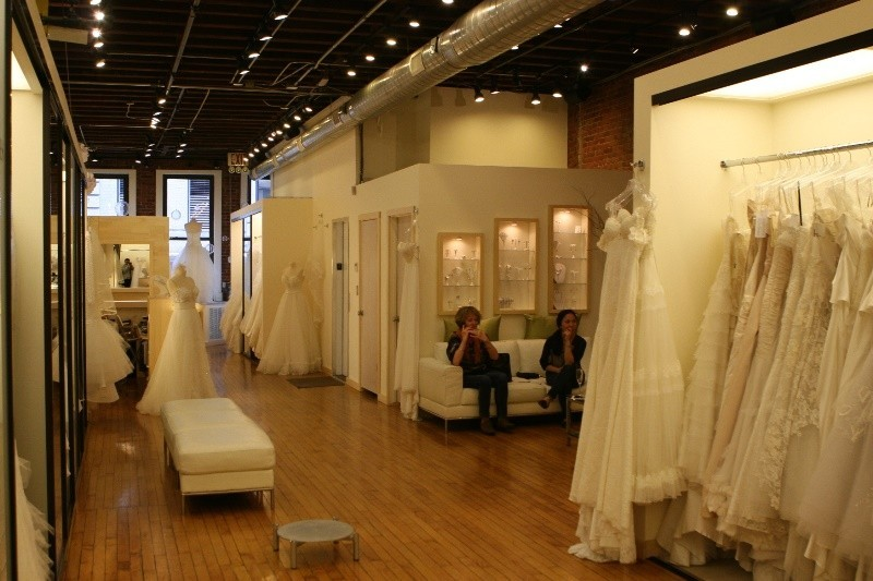 L 39 fay bridal dress attire new york ny weddingwire for Wedding dress shops york