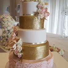 220x220 sq 1526511462 961e98fae0a75543 gold blush wedding cake