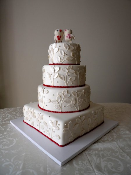 Modern wedding cakes for the holiday: Wedding cakes red and silver