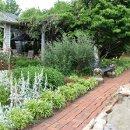 130x130 sq 1321556679905 gardens2