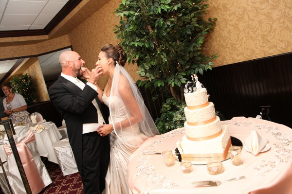 wedding cakes in howell mi gardens banquet center howell mi wedding venue 24657