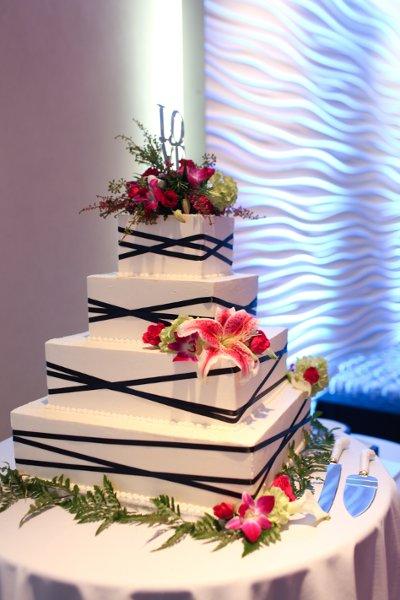1341337630156 sararick593mandypaigephotography cincinnati wedding cake