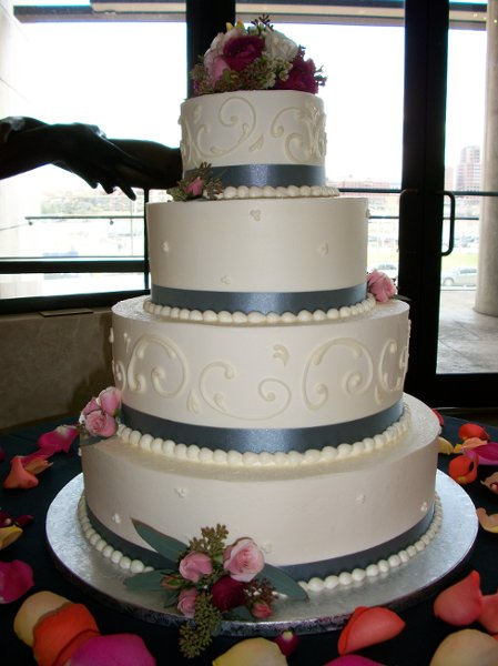 1347909698605 20081031412110080 cincinnati wedding cake