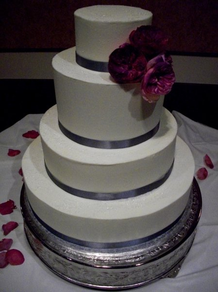 1347912712375 20080621newcakes12070314 cincinnati wedding cake