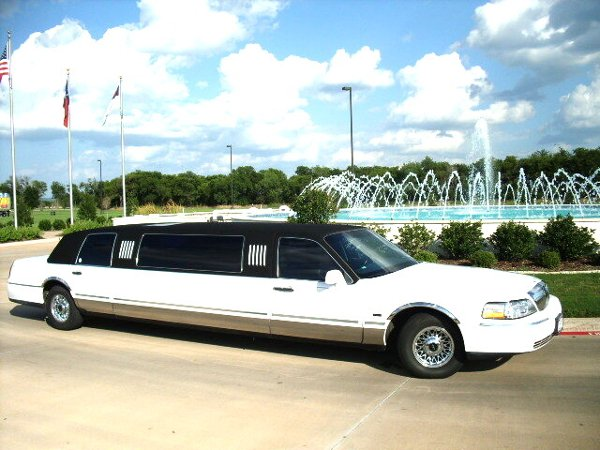 photo 6 of Eagle Crest Limousine Service
