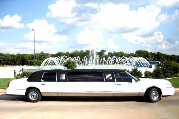 photo 8 of Eagle Crest Limousine Service