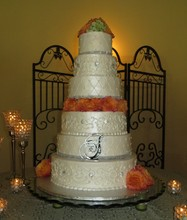 220x220_1378193663323-ivory-wedding-cake-briscoe-maner