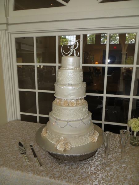 champaign ivory wedding cake raveneaux country club houston wedding