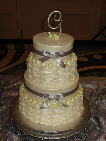 1378194769557 green ivory wedding cake u of h hilton houston wedding cake. Black Bedroom Furniture Sets. Home Design Ideas