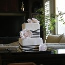 130x130 sq 1245203618945 cakes002