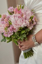 220x220_1389913803897-peonies-bouquet-