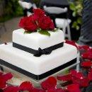 130x130 sq 1344360443961 blackwhiteweddingcakes10