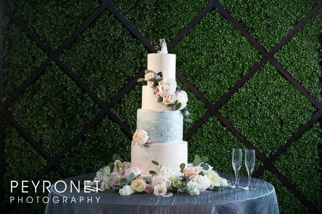 Creme De La Creme Cake Company Wedding Cake Fort Worth