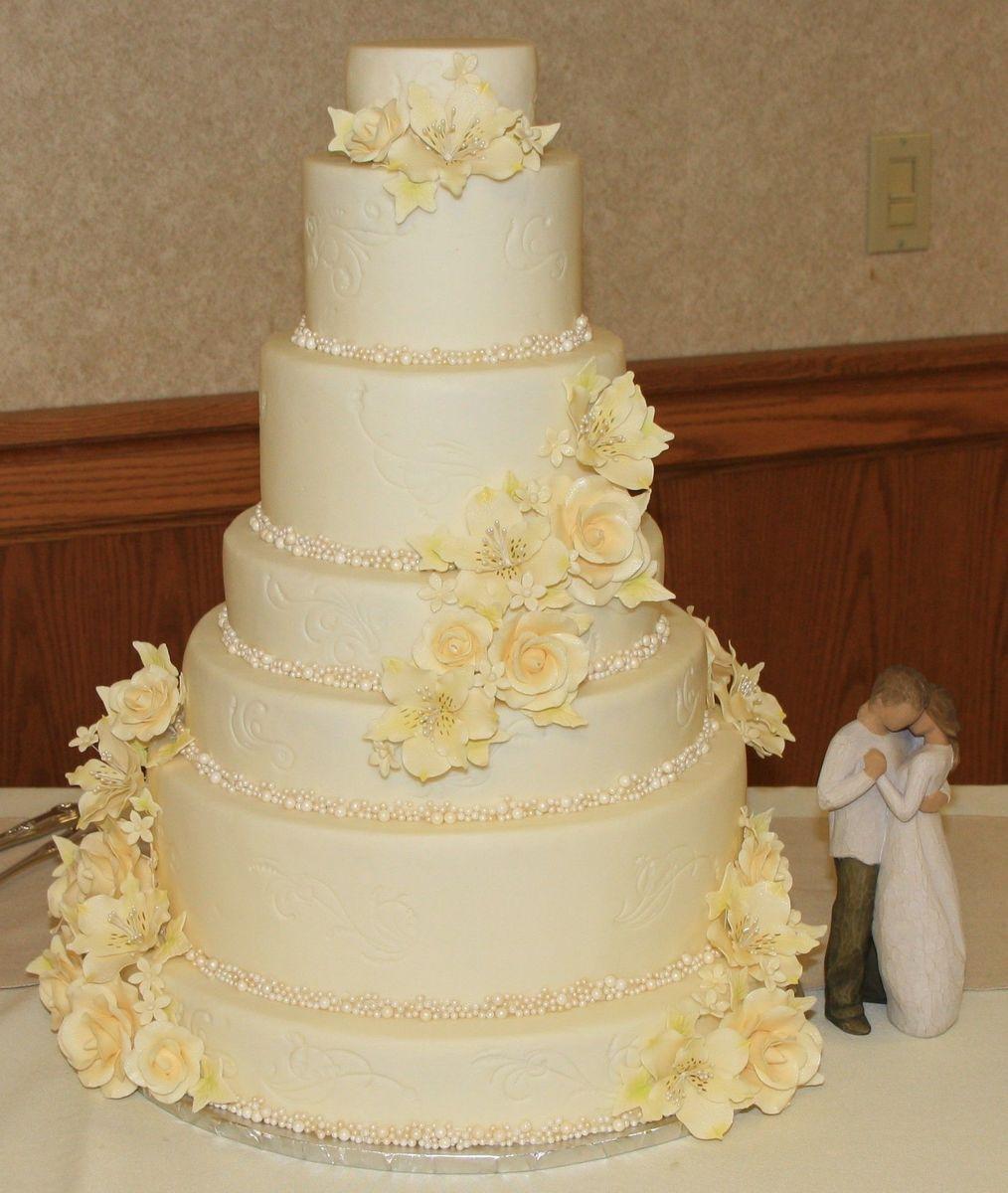 Kathy\'s Kakes, LLC - Wedding Cake - Independence, IA - WeddingWire