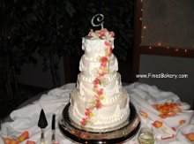220x220 1306099652506 weddingcakeg