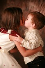 220x220 1251123674486 kiss