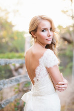 220x220 1383088167915 meredith carter bridals  cover contes